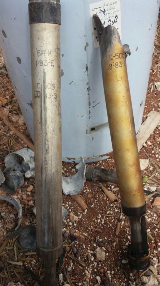 Остатки неуправляемых авиационных ракет С-5СБ, найденные на месте нападения на колонну (фото «Сирийской гражданской обороны», опубликованное Washington Post)