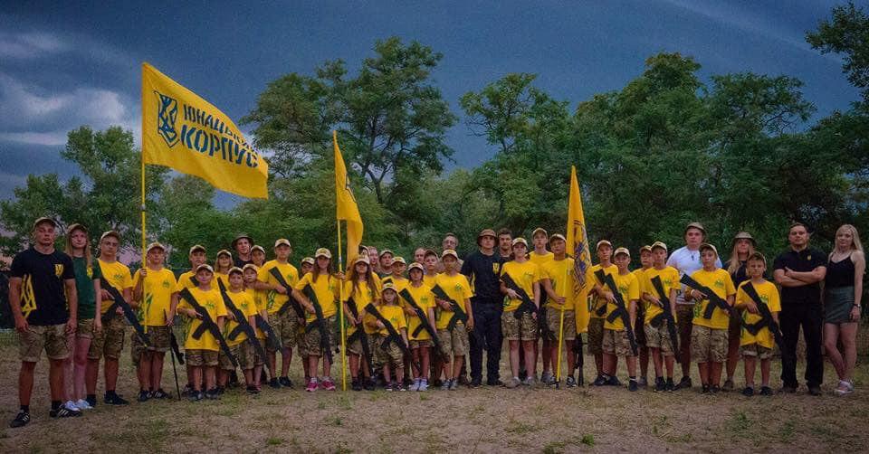 Украинские ультраправые экстремисты обучают молодежь «патриотизму» за государственный счет
