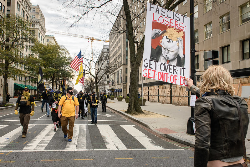 Боевое братство мятежников и трампистов на улицах Вашингтона